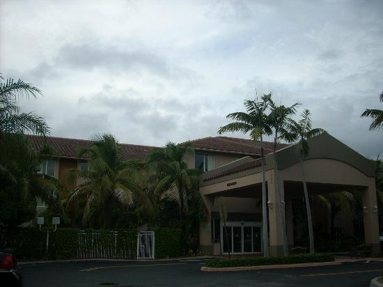 Sleep Inn Ft. Lauderdale International Airport : front of SLEEP INN