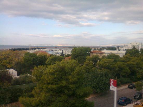 London Hotel: Θέα απο το δωματιο 301 προς τον Αργοσαρωνικό