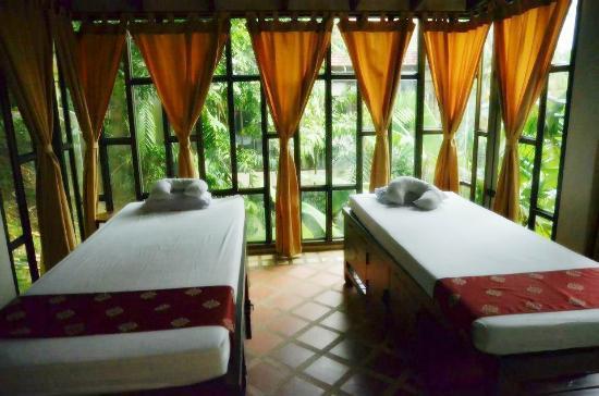 Sukko Spa Resort: Massage beds
