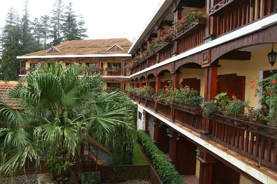 Victoria Sapa Resort and Spa: Balconies Overlooking Hotel Garden