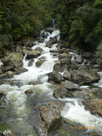 Cosy Kiwi B&B: Waterfall  Wilmott Pass