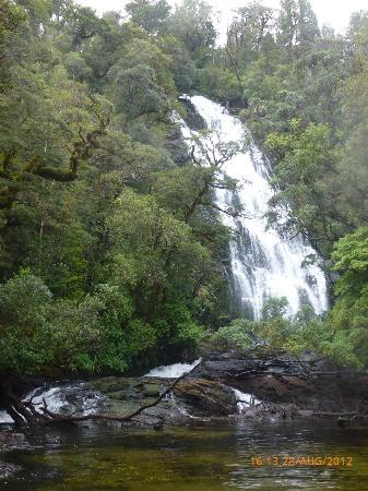 Cosy Kiwi B&B: Waterfall Wilmot Pass