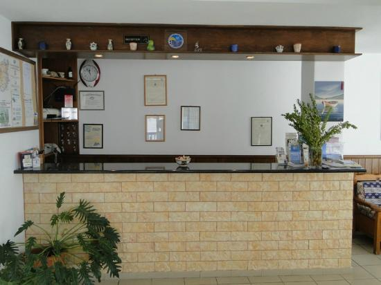 Corali Hotel : Reception Desk