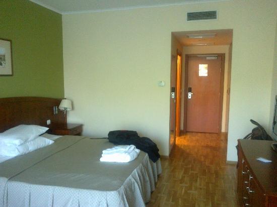City Plaza Hotel: The room