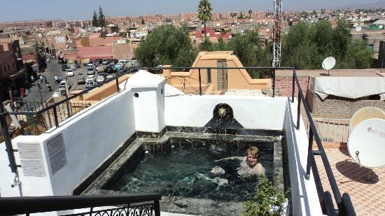 kleiner pool auf dem dach picture of ryad laarouss marrakech tripadvisor. Black Bedroom Furniture Sets. Home Design Ideas
