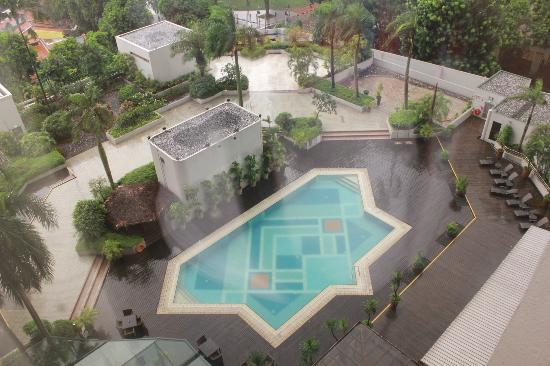 Village Hotel Bugis by Far East Hospitality: Swimming pool, view from the room