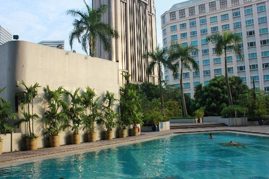 Village Hotel Bugis by Far East Hospitality: Poolside area