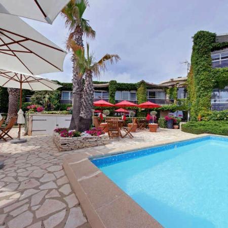 Hôtel Azur: espace piscine