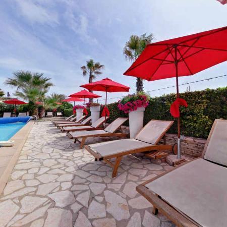 Hôtel Azur: espace détente piscine - chauffée du 1er avril au 30 octobre