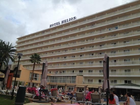 Hotel Helios Benidorm: very cloudy but it was only 8.00am