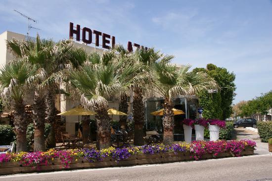 Hôtel Azur: exterieur hôtel coté ville