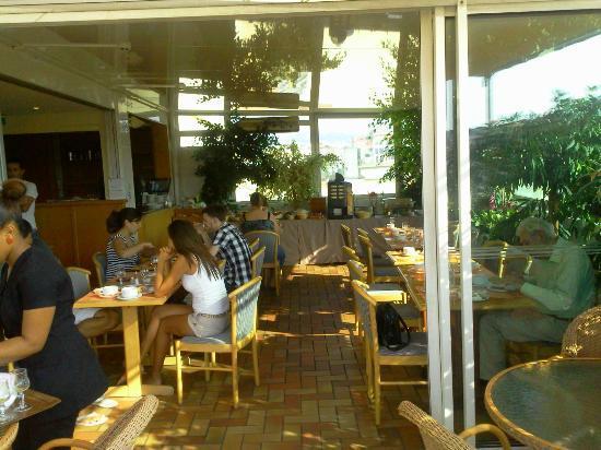 BEST WESTERN Hotel Univers : salle de petit dèj