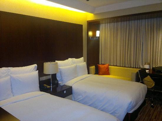 Renaissance Shanghai Zhongshan Park Hotel: the room