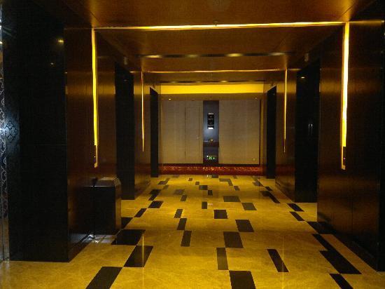 Renaissance Shanghai Zhongshan Park Hotel: lift lobby