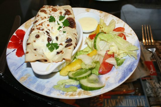 2 Sisters Cafe at Plumgarths: Creamy Mushroom Savoury Pancake (with salad cream dressing on the side!) £6.95