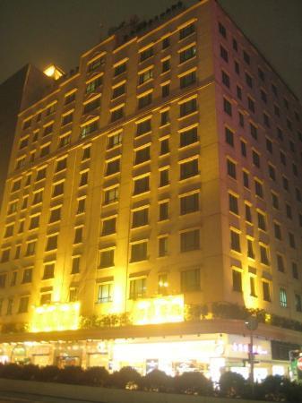 Shamrock Hotel: facade