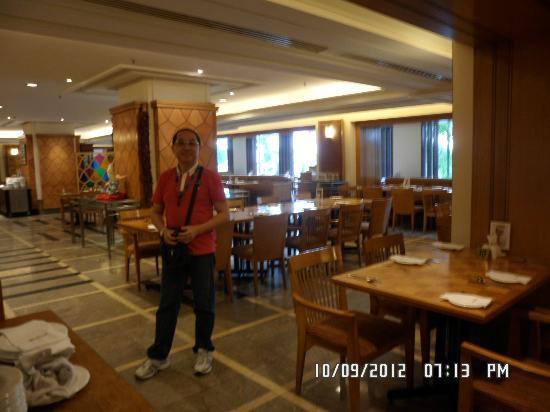 Federal Hotel: the verendah restaurant where we had breakfast