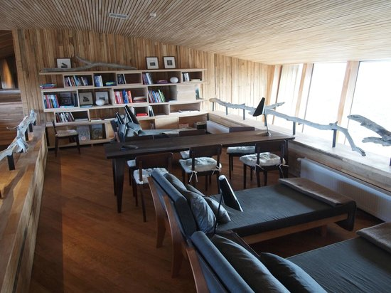 Tierra Patagonia Hotel & Spa: Library area - If you really must -a good place to access wi-fi and get some work done