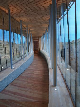 Tierra Patagonia Hotel & Spa: Enclosed walkway from main hotel to spa area.