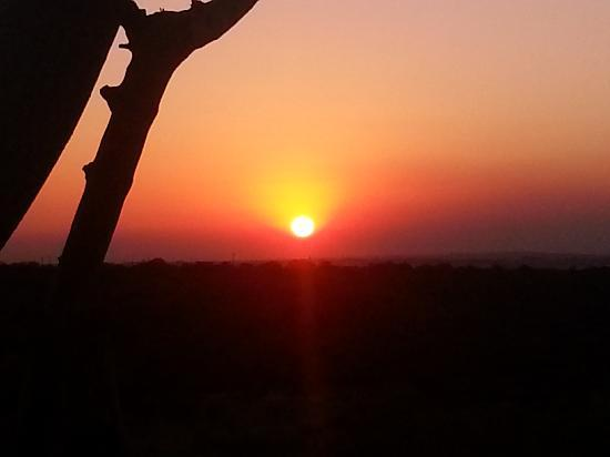 Monateng Safari Lodge: sunset from the bar overlooking the game reserve valley.