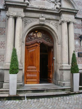 Clarion Collection Hotel Havnekontoret: front door very welcoming