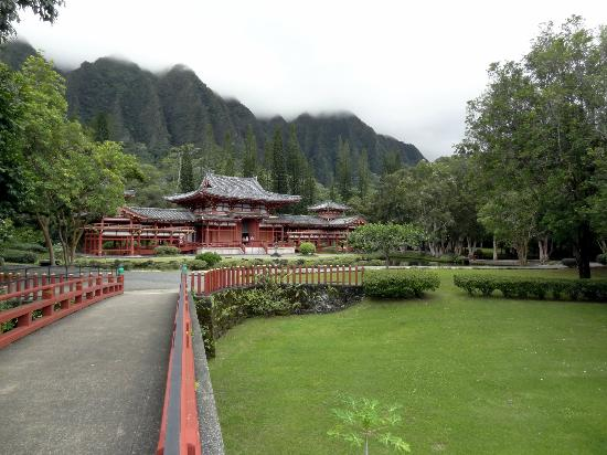 Byodo-In Temple from the entrance