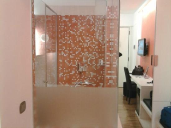 JC Contemporary Hotel: Il bagno a vista