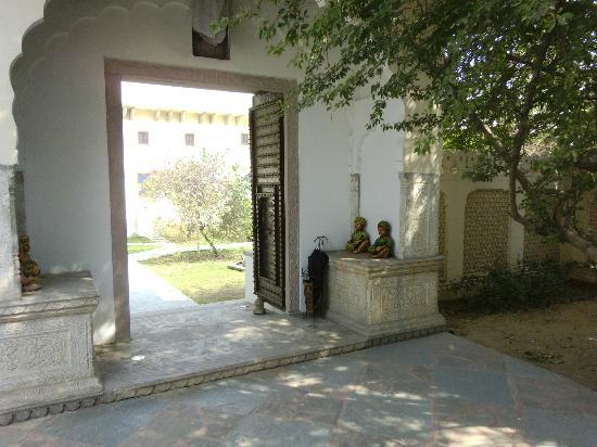 Dera Mandawa : Entrance into courtyard and hotel