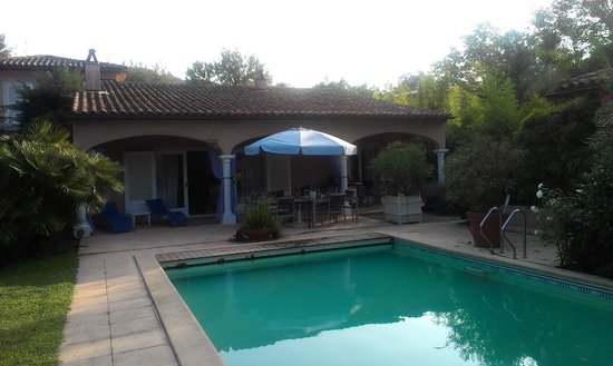 Chez Helene: Pool + terrace