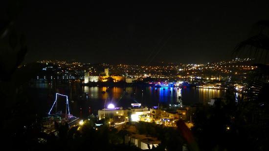 Hotel Manastir: Blick auf Budrum bei Nacht