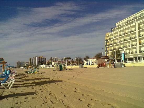 Hotel & Spa Pimar: Пляж у отеля утром