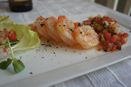Yogi Chef: Grilled shrimp with a basket of fruit