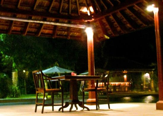Cocoon Resort & Villas: Dining Area