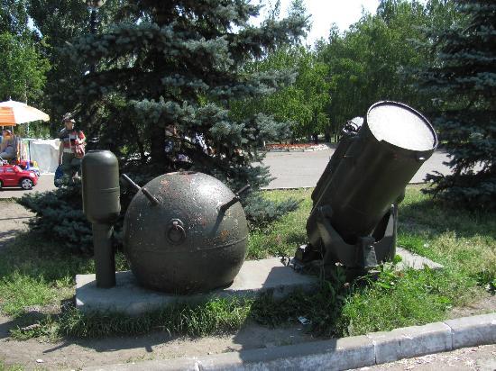 Victory Park  memorial complex: Военная техника в парке Победы