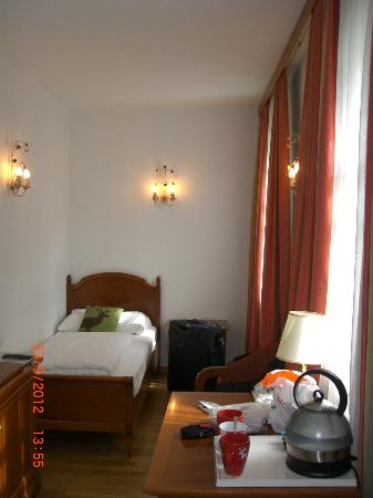 ACHAT Plaza Zum Hirschen: triple room with extra bed