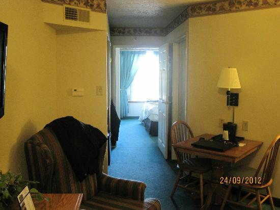 The Van Buren Hotel at Shipshewana: Hallway