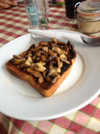 Havishams Coffee House & Sandwich Bar: mushroom in toast