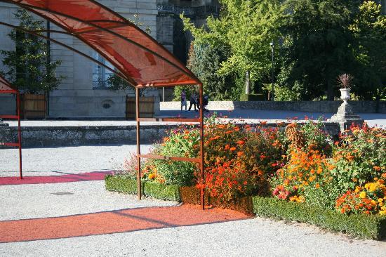 Jardins de l'Eveche: un des arceaux de couleur et plantes du même ton :-)