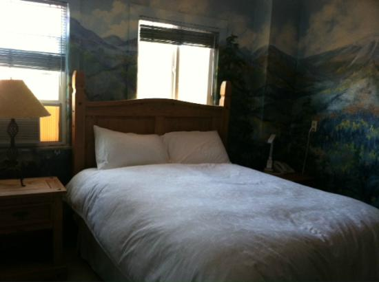 La Veta Inn: The mural room
