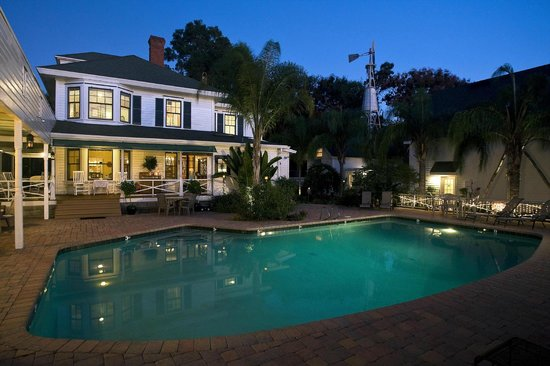 Grandview Bed and Breakfast: Enjoy the Saltwater Pool
