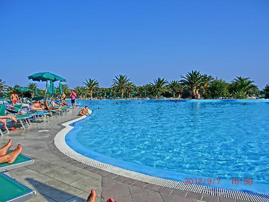 Piscina da sogno foto di club hotel marina beach orosei for Piscine da sogno e da record