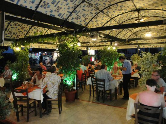 Dama Dama Taverna: A busy little taverna