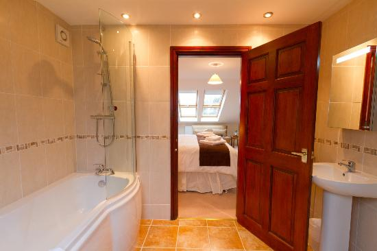 Oakdene Bed & Breakfast: Bathroom Room 1