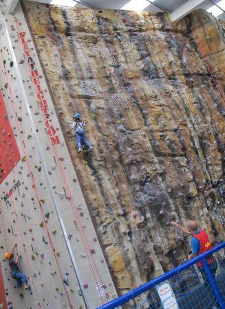Explorers World: Dingle : Play at Height - a challenge for young and old