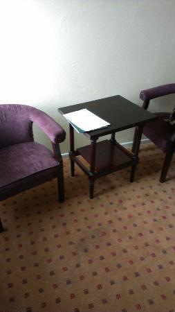 Westlodge Hotel : Old furniture