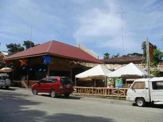 Atong Kamalig Chicken Inasal: Frontage of Atong Kamalig Restaurant