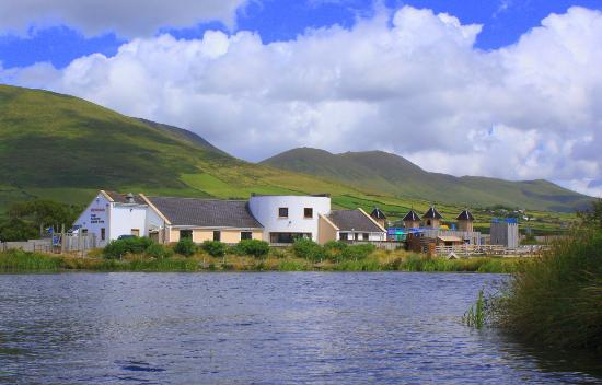 Dingle Wildlife & Seal Sanctuary : view of the Sanctuary from the water