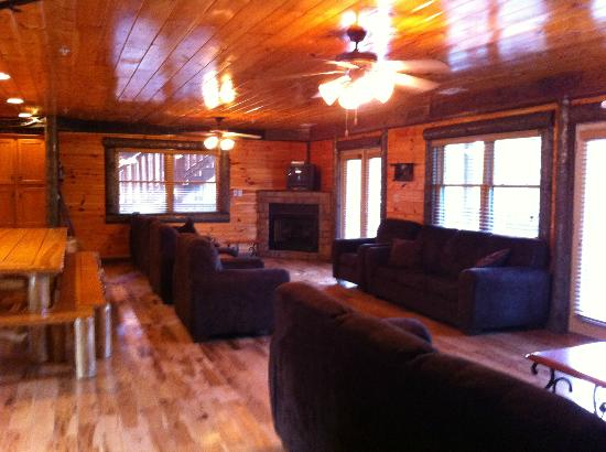 Hemlock Hills Resort : Main level living room (part of dining area visible on left)