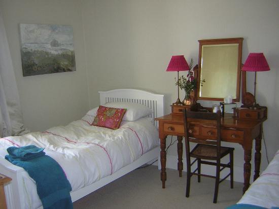 South Penarth B&B: twin room