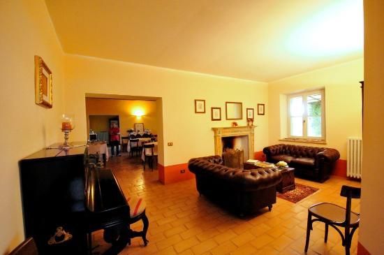 Villa Collepere : Il salottino col camino